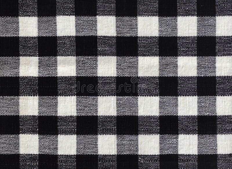 чернота предпосылки проверила белизну ткани стоковые фотографии rf
