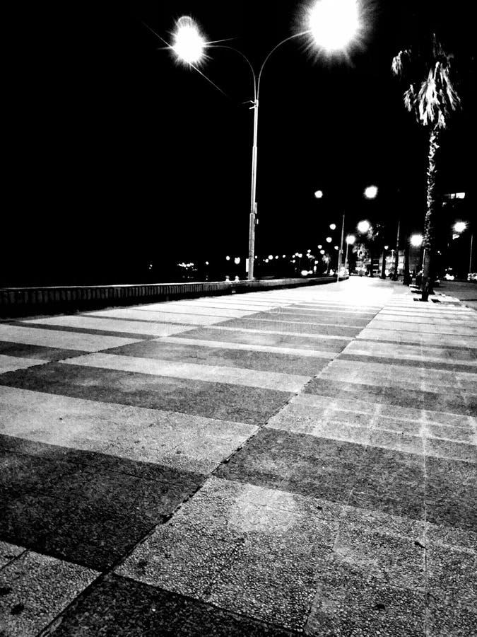 Черно-белая прогулка стоковое изображение rf