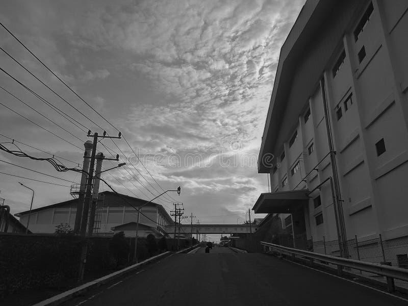 Черно-белая фабрика стоковое изображение