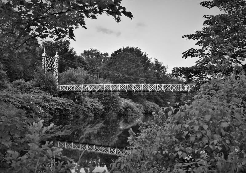 Черно-белое изображение моста howley стоковая фотография