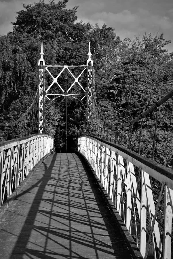 Черно-белое изображение моста howley стоковые фото