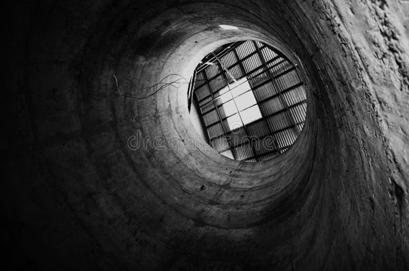 Черно-белое изображение поглощенное в силосохранилище зерна стоковое фото