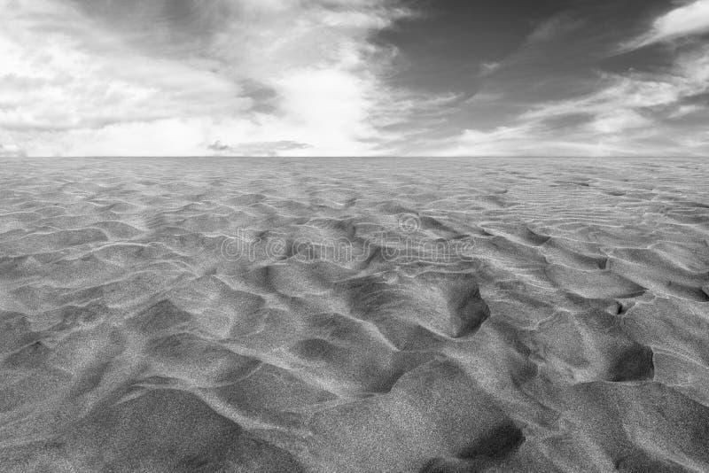 Черно-белое фото песка в дюнах Maspalomas, малой пустыне на Gran Canaria, Испании Песок и небо стоковые изображения