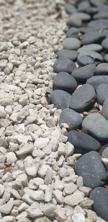 Черно-белые камни стоковое изображение