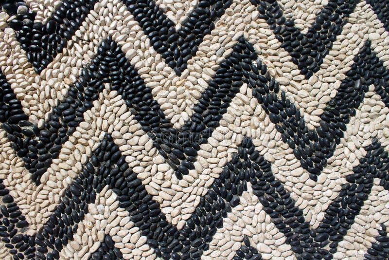 Черно-белые небольшие греческие камни моря как мозаика стоковые изображения rf