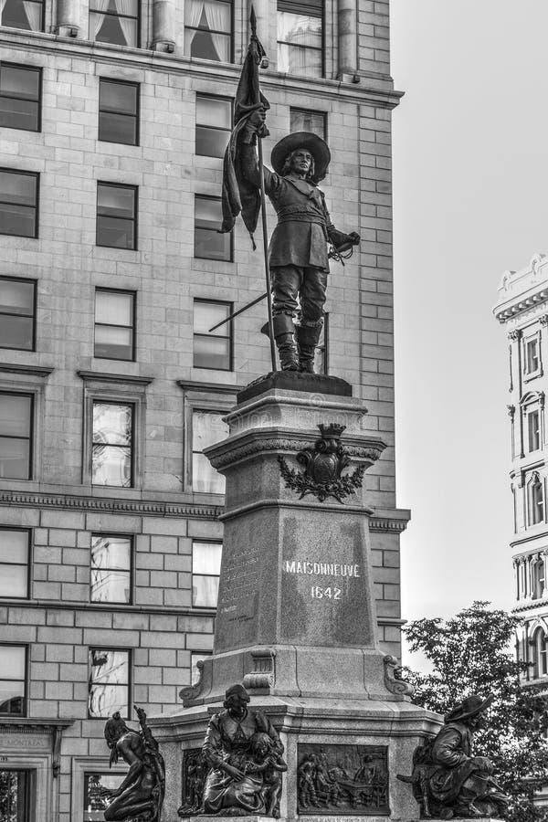 Черно-белый перевод памятника Maisonneuve в Монреале, c стоковое изображение rf