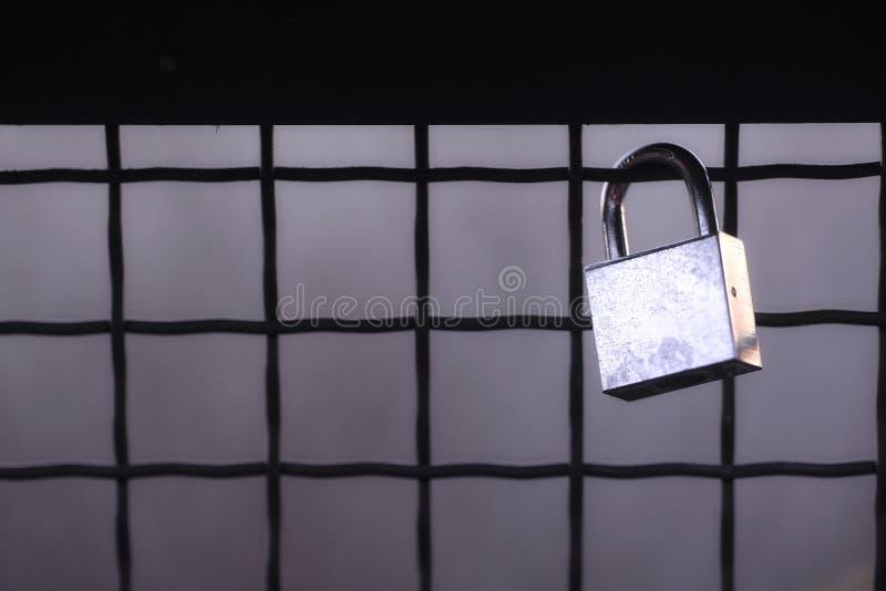 Черно-белый, стальной холодный padlock стоковые изображения rf