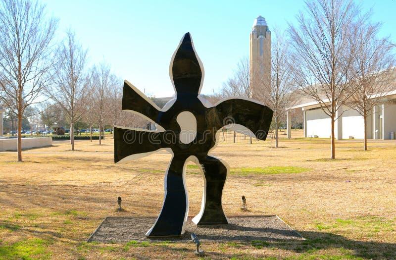 Черно-белая статуя на музее изобразительных искусств Fort Worth Kimball, Техасе стоковое фото rf