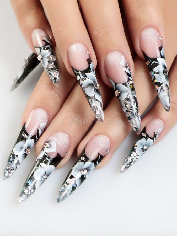Черно-белые ногти дизайна стоковое фото