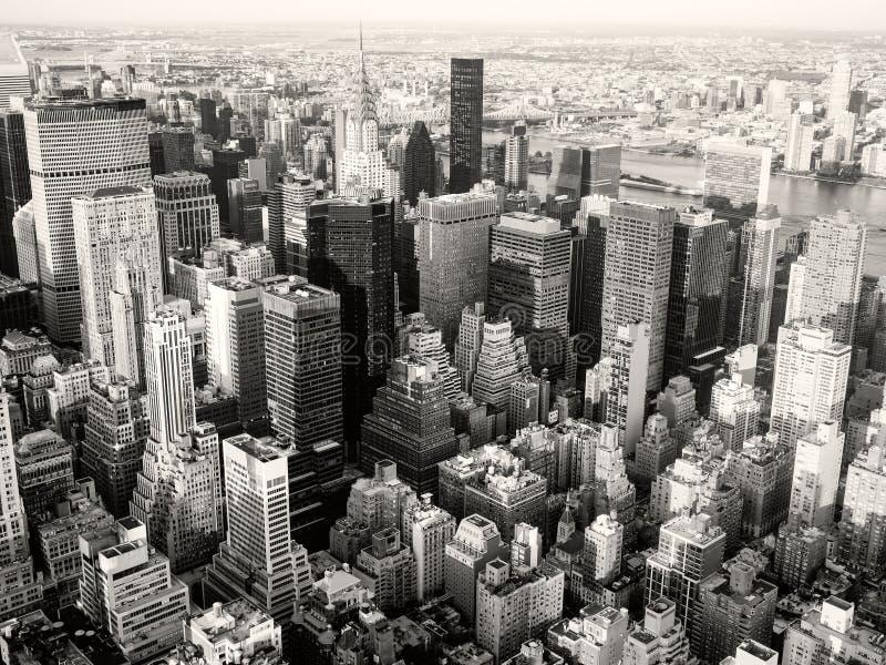 Черно-белый взгляд Нью-Йорка включая Крайслер Bui стоковые фотографии rf