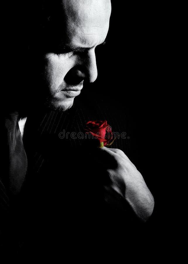Черно-белый портрет человека, похожего на крёстный отец характера стоковое изображение