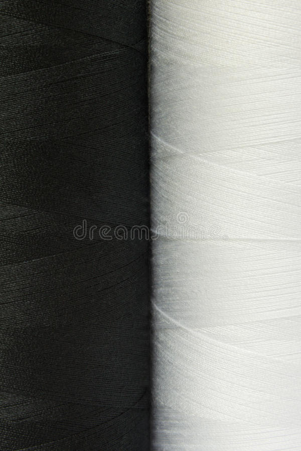 2 черно-белых катышкы конца-вверх потока стоковые изображения