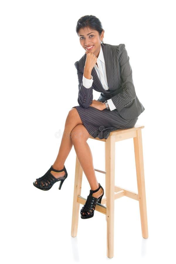 Черные бизнесмены усаженные на стул стоковое фото