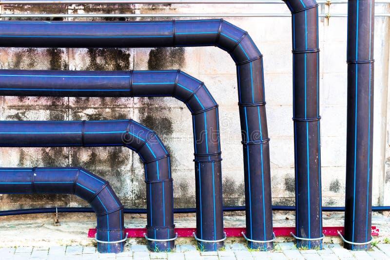 Черные большие управляют трубой водопровода, чистой и, система водообеспечения o безопасности стоковая фотография rf