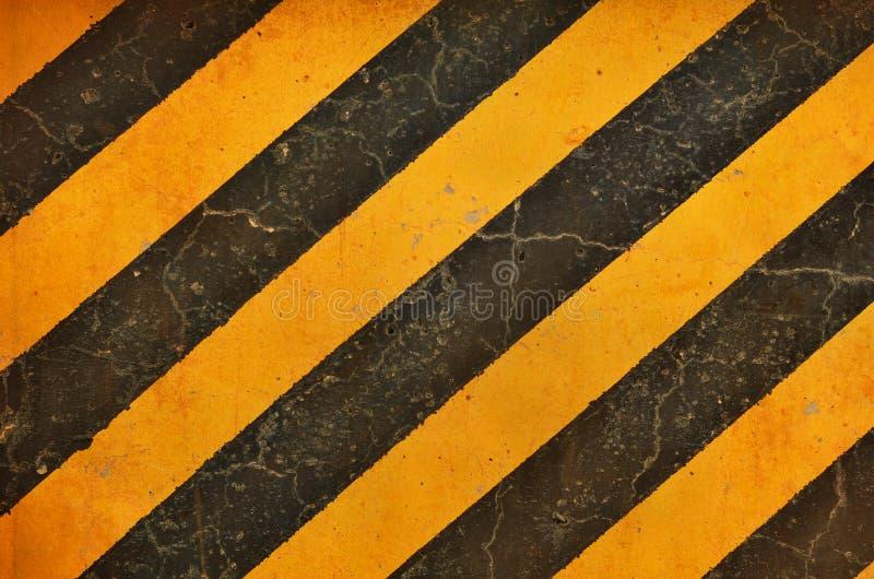 Черные и желтые линии опасности с влияниями grunge стоковые фото