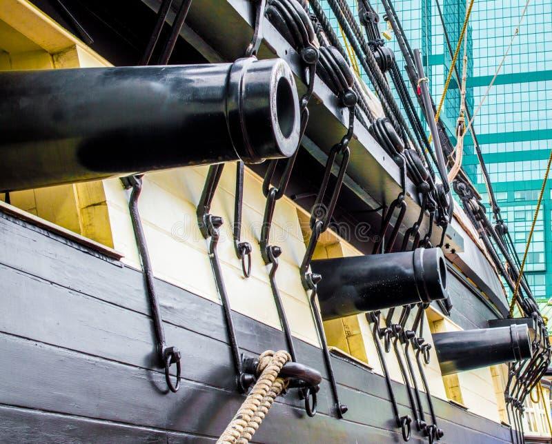 Черные карамболи через корпус USS Constellation в Балтиморе затаивают стоковая фотография