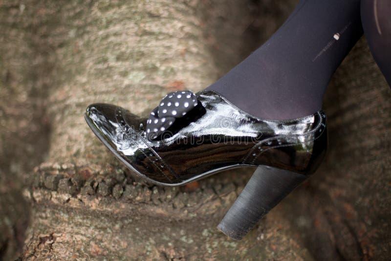 черные кожаные ботинки патента стоковое изображение rf