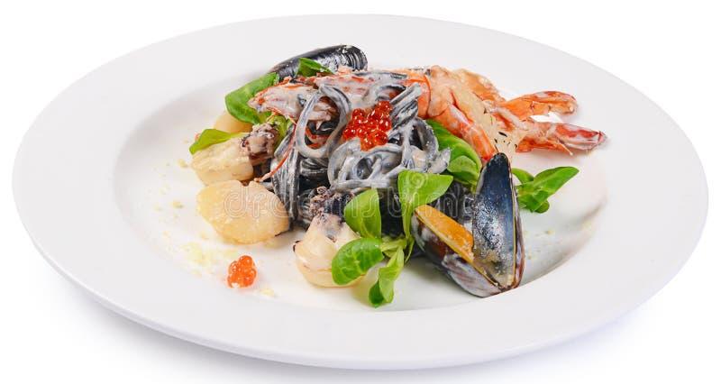Черные спагетти с крупным планом морепродуктов стоковые изображения rf