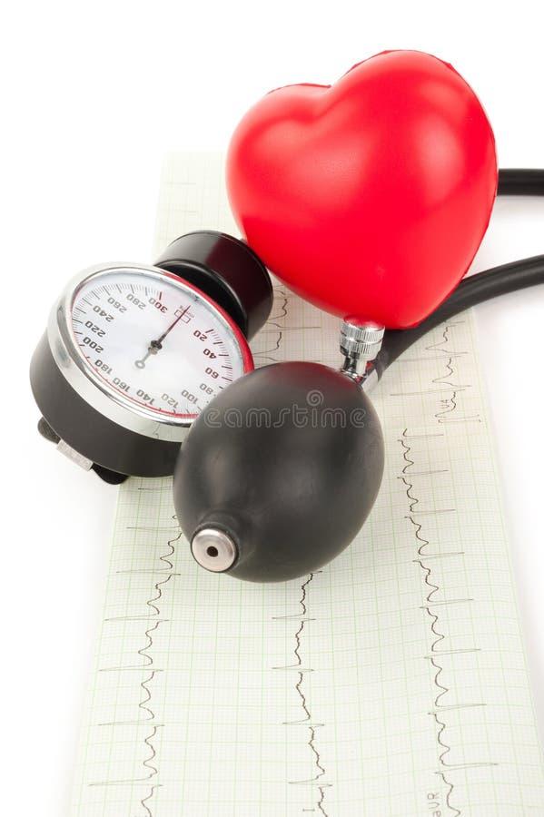 Черные tonometer и сердце, cardiogram стоковое изображение
