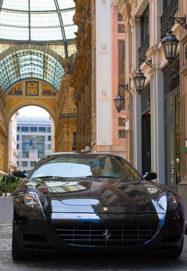 Черный автомобиль итальянки Феррари стоковые изображения