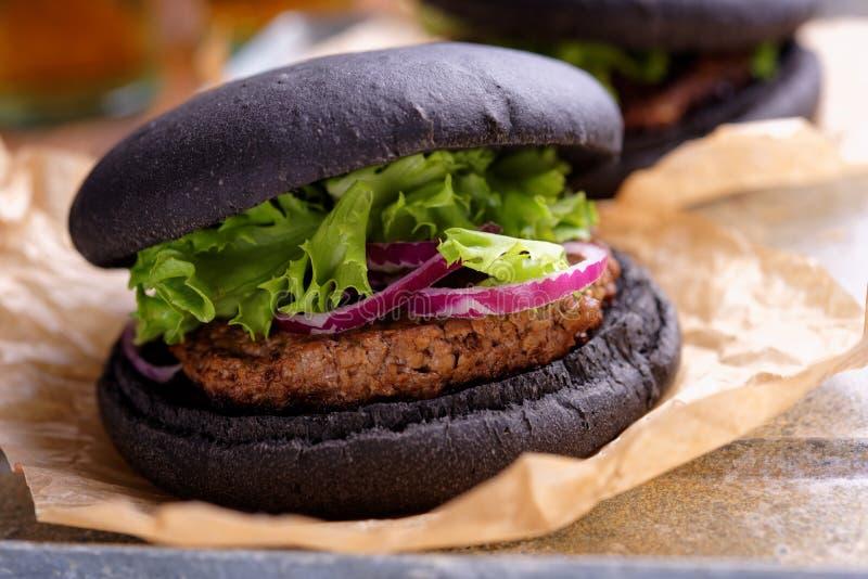 Черный бургер стоковая фотография rf