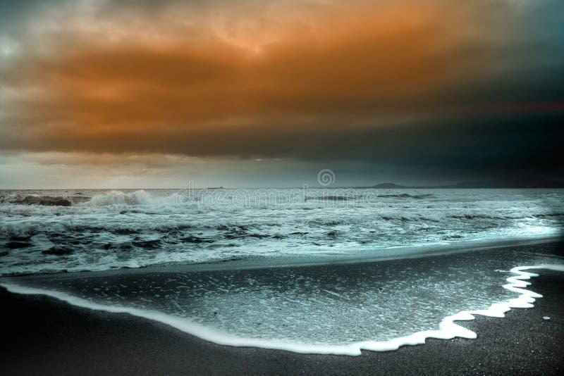 черный восход солнца моря стоковое изображение