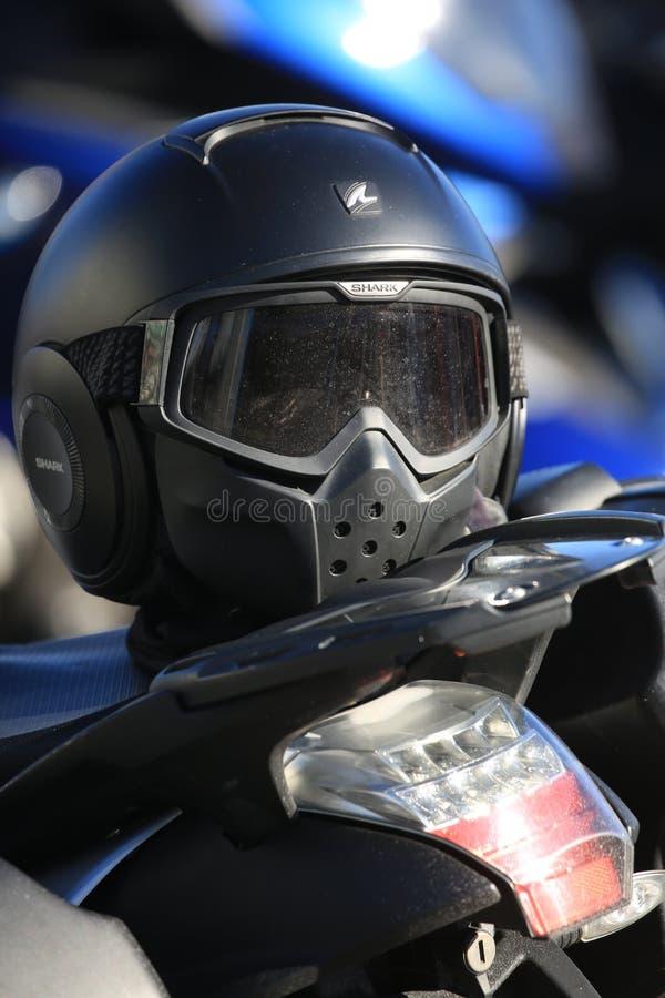Черный закрытый шлем Конец вида спереди вверх стоковая фотография