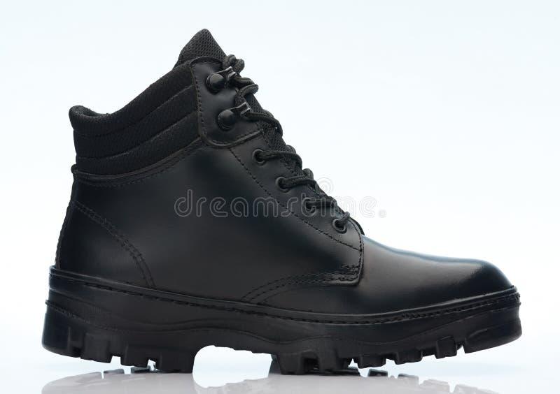 Черный кожаный военный ботинок стоковые изображения