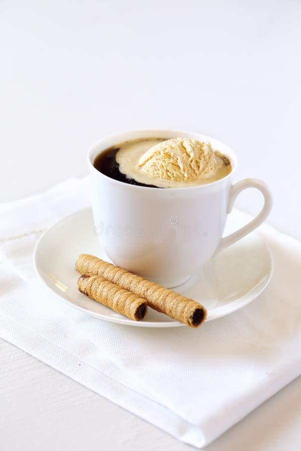 Черный кофе с ручкой мороженого и шоколада стоковая фотография