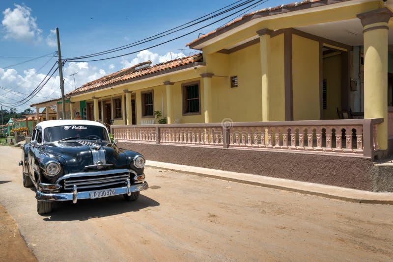Черный классический автомобиль в Vinales, Кубе стоковые фотографии rf