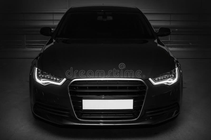 Черный мощный автомобиль спортов стоковое изображение rf