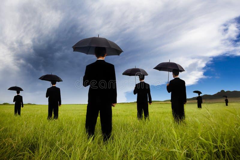 черный наблюдать костюма шторма comin бизнесмена стоковое изображение rf