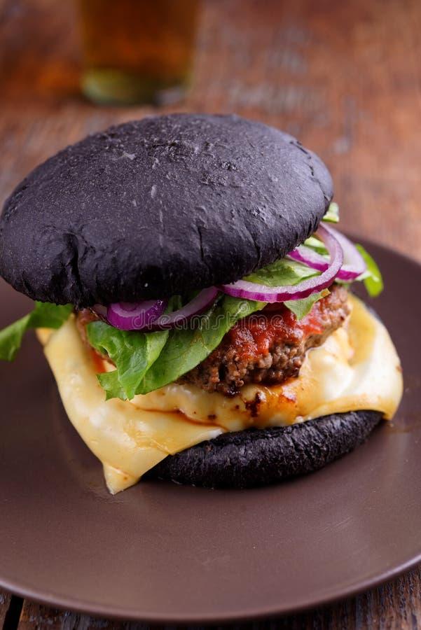 Черный пакостный бургер стоковое фото rf
