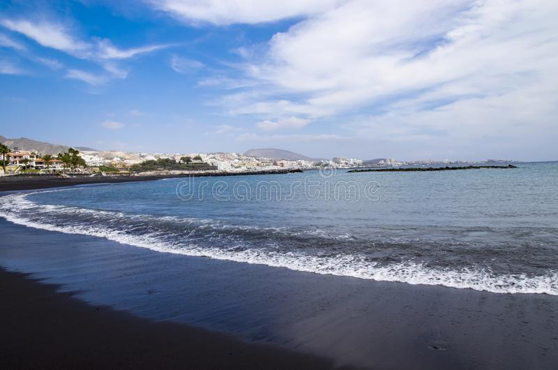 Черный пляж песка лавы стоковое изображение