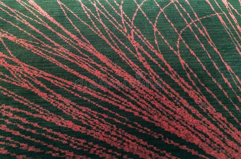 Черный пушистый половой коврик сделанный от ткани с стилем абстрактной текстуры предпосылки красных линий или винтажного дизайна  стоковое изображение