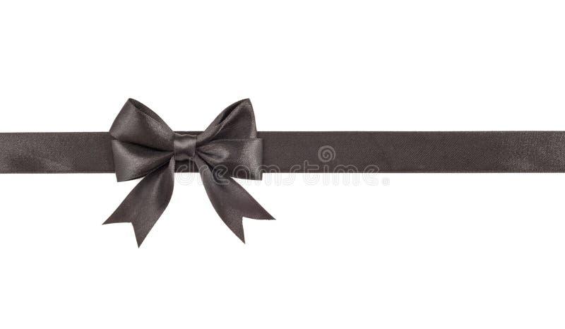 Черный смычок на ленте изолированной на белизне стоковое фото
