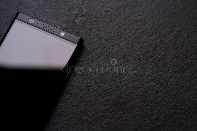 Черный телефон, черный камень, жесткие вещи стоковые изображения rf