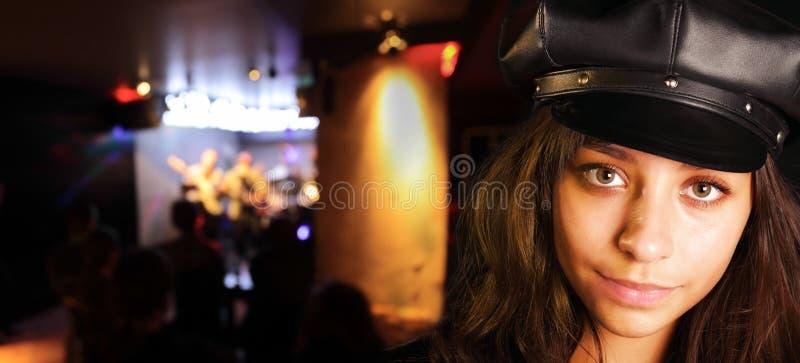 черный шлем девушки стоковые фотографии rf