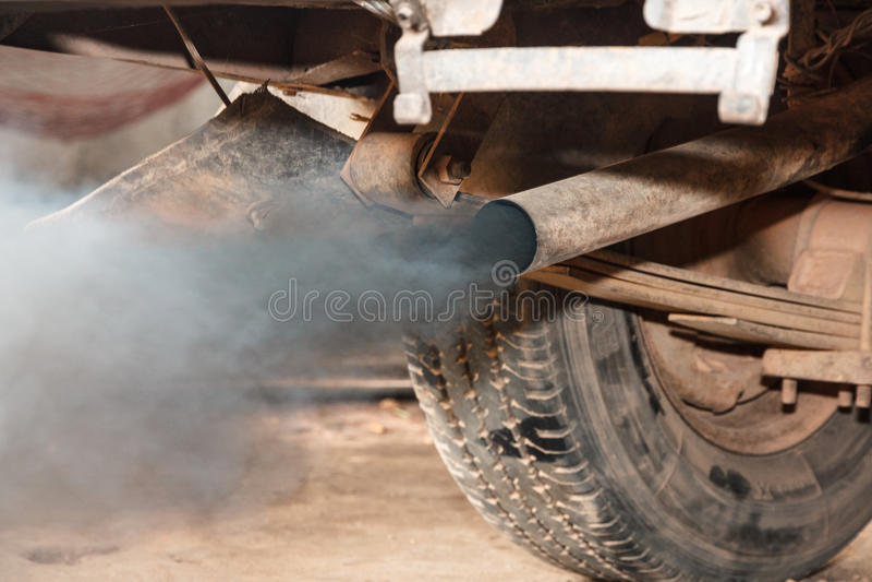 Черный дым к глобальному потеплению стоковые изображения