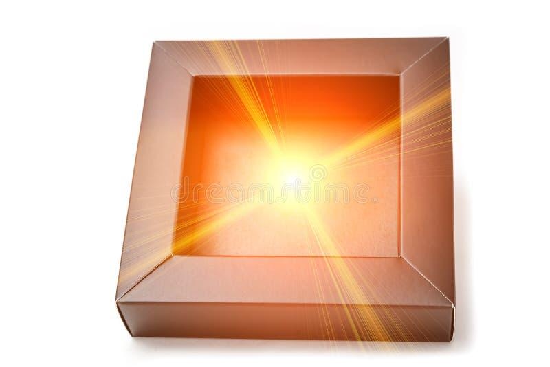 Черный ящик сделанный из картона от которого звезда накаляет Волшебная концепция коробки стоковые изображения