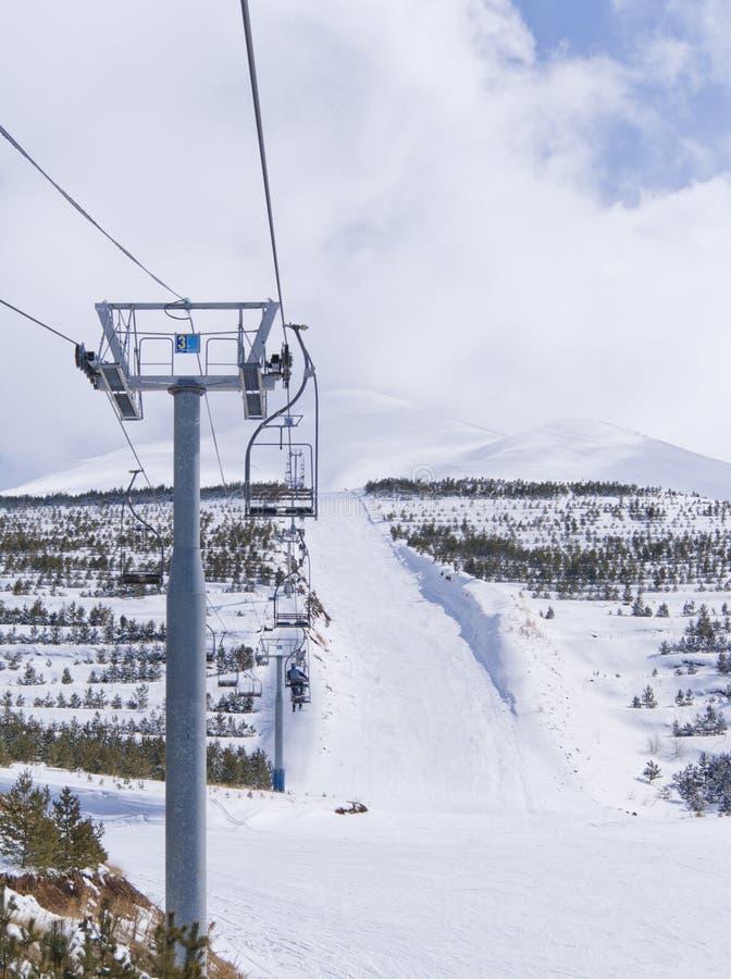 черный chairlift ближайше palandoken лыжа трассы стоковая фотография