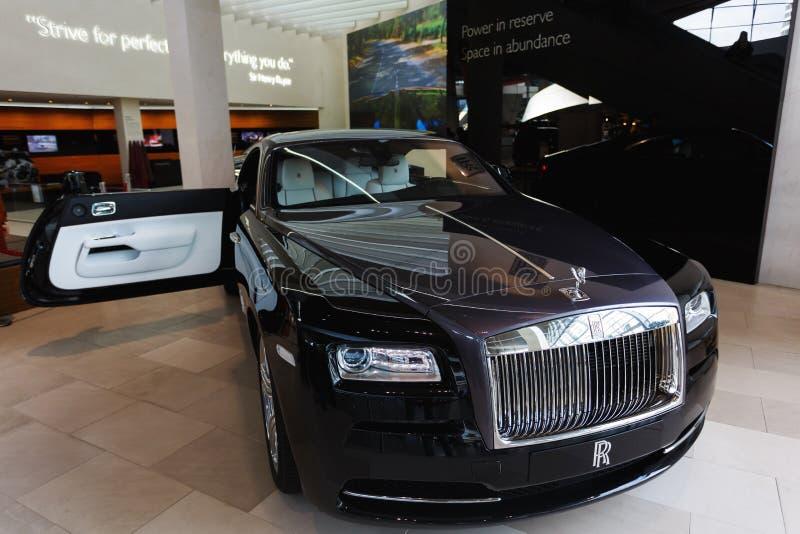 Черный Rolls Royce в выставке стоковое фото rf