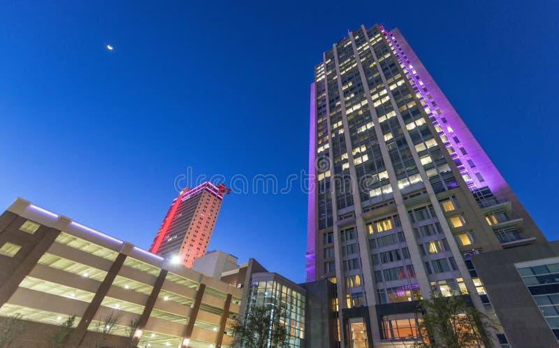 Чернь, AL Взгляд ночи зданий города стоковое изображение rf