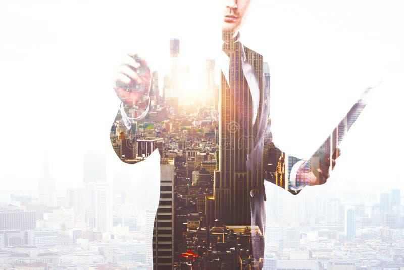 Чертеж бизнесмена что-то multiexposure стоковые изображения rf