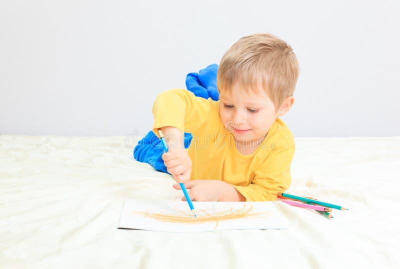 Download Чертеж мальчика стоковое изображение. изображение насчитывающей браслетов - 37926283