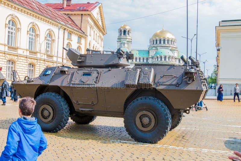Четырехколесный командос бронированных транспортных средств отборный на параде военной аппаратуры стоковые изображения