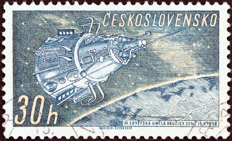ЧЕХОСЛОВАКИЯ - ОКОЛО 1961: Печать напечатанная в Чехословакии показывает Sputnik 3, около 1961 стоковые фото