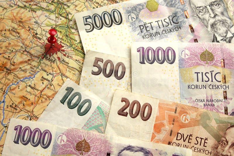 Чехословакские банкноты денег на карте чехии стоковая фотография rf