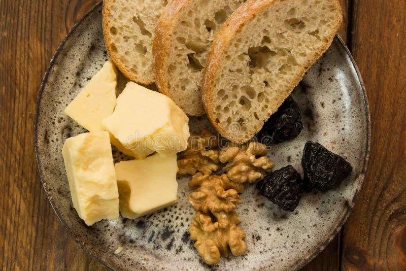 Чеддер с грецкими орехами стоковая фотография rf