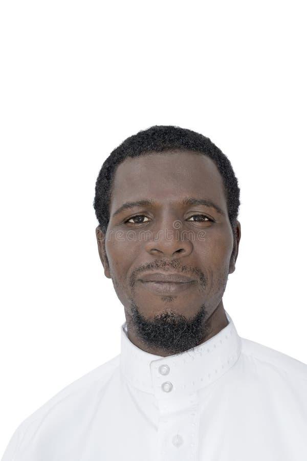 Человек Афро нося белое изолированное djellaba, стоковые изображения